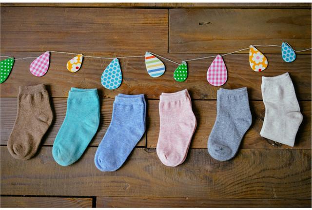 Носочки, пинетки, царапки и слюнявчики.