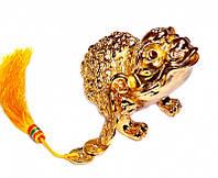 Жаба богатства трехлапая с монетами, в золотом цвете