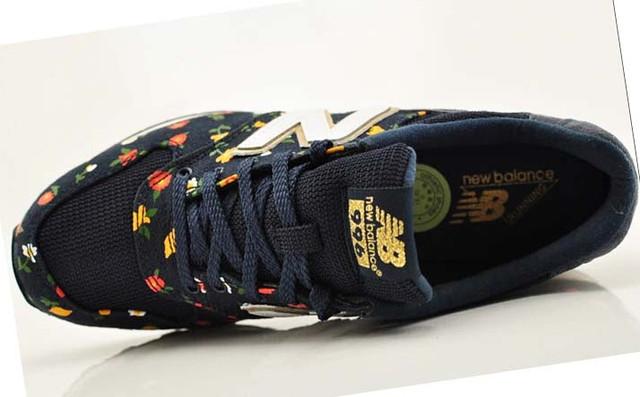 На фото цветные женские кроссовки New Balance 996