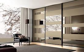 Гардеробная комната в нише. Фасад зеркало бронза с применением химтравления.