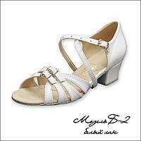 Туфли для танцев белые лаковые  детские на блок-каблуке 26-40 р. Обувь с регуляторами полноты для девочек.