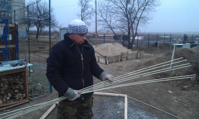 Для изготовления каркаса необходимы 7 прутов х 2,3 м.
