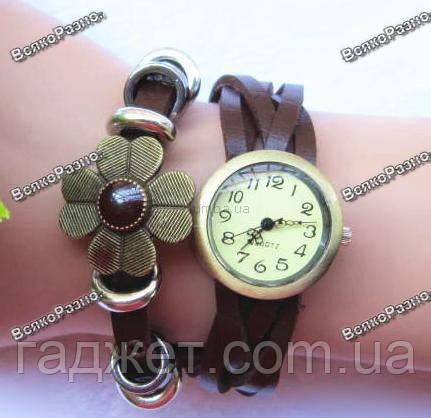 Оригинальные женские часы-браслет с цветочком коричневого цвета.