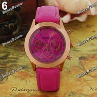 Женские часы Geneva с кожаным ремешком розового цвета.