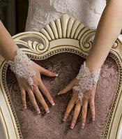 Свадебные перчатки 15-110 (белые) на пуговичках