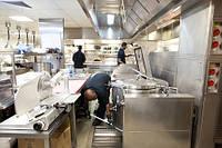 Уборка залов ресторана и производственных помещений(бары,производствнные цеха кухни, подсобные помещения)