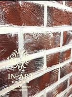Декоративные кирпичи на стенах