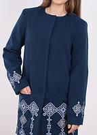 Модное кашемировое пальто с геометрической вышевкой