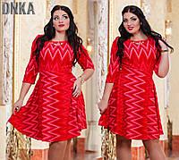 Модное красное батальное платье с поясом и украшением. Арт-9659/13