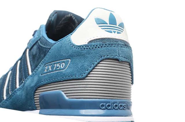 На фото мужские кроссовки Adidas ZX 750