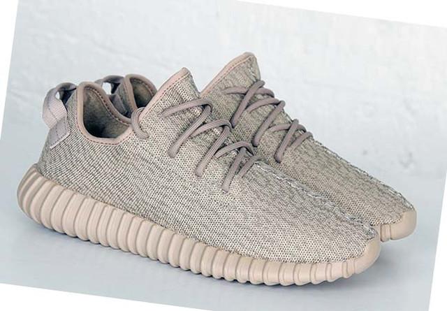 На фото мужские кроссовки adidas yeezy 350 boost