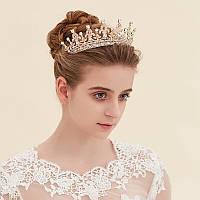 Детская корона, диадема, тиара в золоте с светлыми камнями, высота 5,5 см.