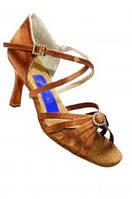 Туфли для танцев  женские Латина 22,5 ( 36-37 размер) в наличии! с декоративными пряжками с камнями.
