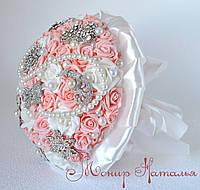 Оригинальный свадебный букет из брошей и роз