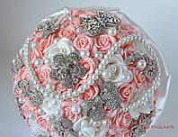 Оригинальный свадебный букет из брошей невесте