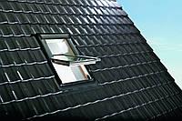 Мансардное окно Roto Designo R4 - c центральной осью поворота створки
