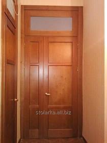 Високі міжкімнатні двері з натурального дерева, Україна