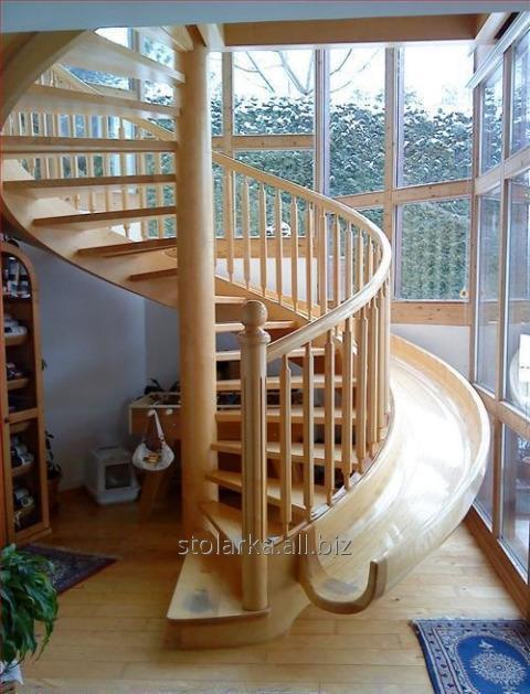 Лестницы деревянные на виллу