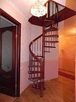 Винтовые лестницы деревянные красные