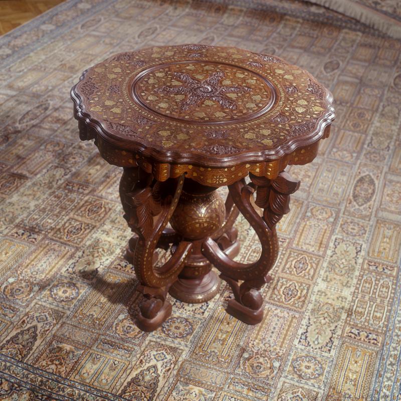 Столы деревянные декоративные на заказ