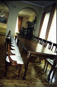 Обідні столи для кухні