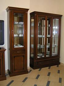 Изготовление шкафов с витриной из массива дуба