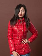 Модная утепленная женская куртка красного цвета