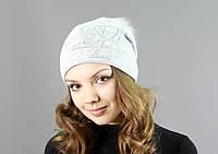 Стильная женская шапка с меховым бубоном