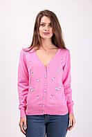 Красивая женская кофточка розового цвета на пуговичках