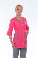 Женский медицинский костюм приталенного силуэта. Цвет серый с розовым