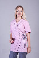Серо-розовый медицинский костюм на завязках с коротким рукавом