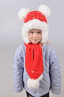 Яркий детский набор из шапки и шарфа с помпонами