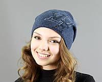 Оригинальная женская шапка с меховым бубоном