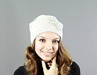 Красивая женская вязаная шапка с меховым бубоном