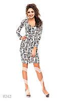 Короткое платье с абстрактным светлым рисунком
