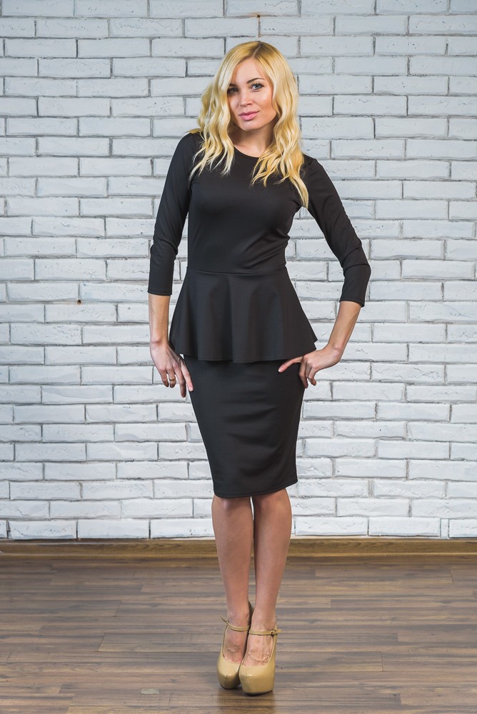 Платье с баской черное