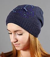Красивая женская вязаная теплая шапка синего цвета