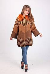 Оригинальное женское пальто горчичного цвета