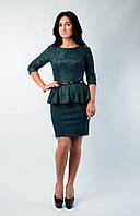 Нарядное женское платье с баской бутылочного цвета
