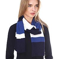 Синий вязаный шарф в полоску