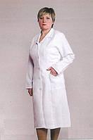 Белый женский медицинский халат на пуговицах больших размеров