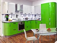Стильная угловая зеленая кухня с радиусными элементами