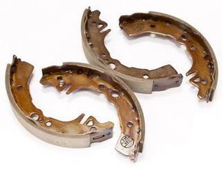 Барабанные тормозные колодки (задние)