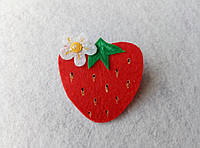 Нашивка ягоды из фетра Клубника для рукоделия и творчества
