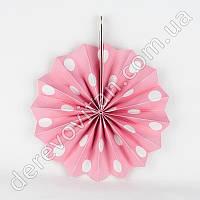 Подвесной веер, светло-розовый в крупный горох, 30 см - бумажный декор-розетка