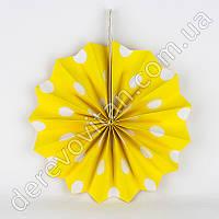 Подвесной веер, желтый в крупный горох, 30 см - бумажный декор-розетка