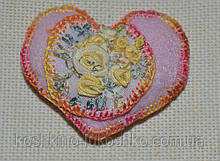 сердце розовое вышивка шелковой лентой.
