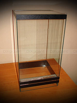 Террариум для древесных пауков 25х25х40 см.