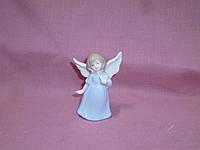 Ангел с цветком - декоративная фарфоровая статуэтка фигурка 8 сантиметров высота