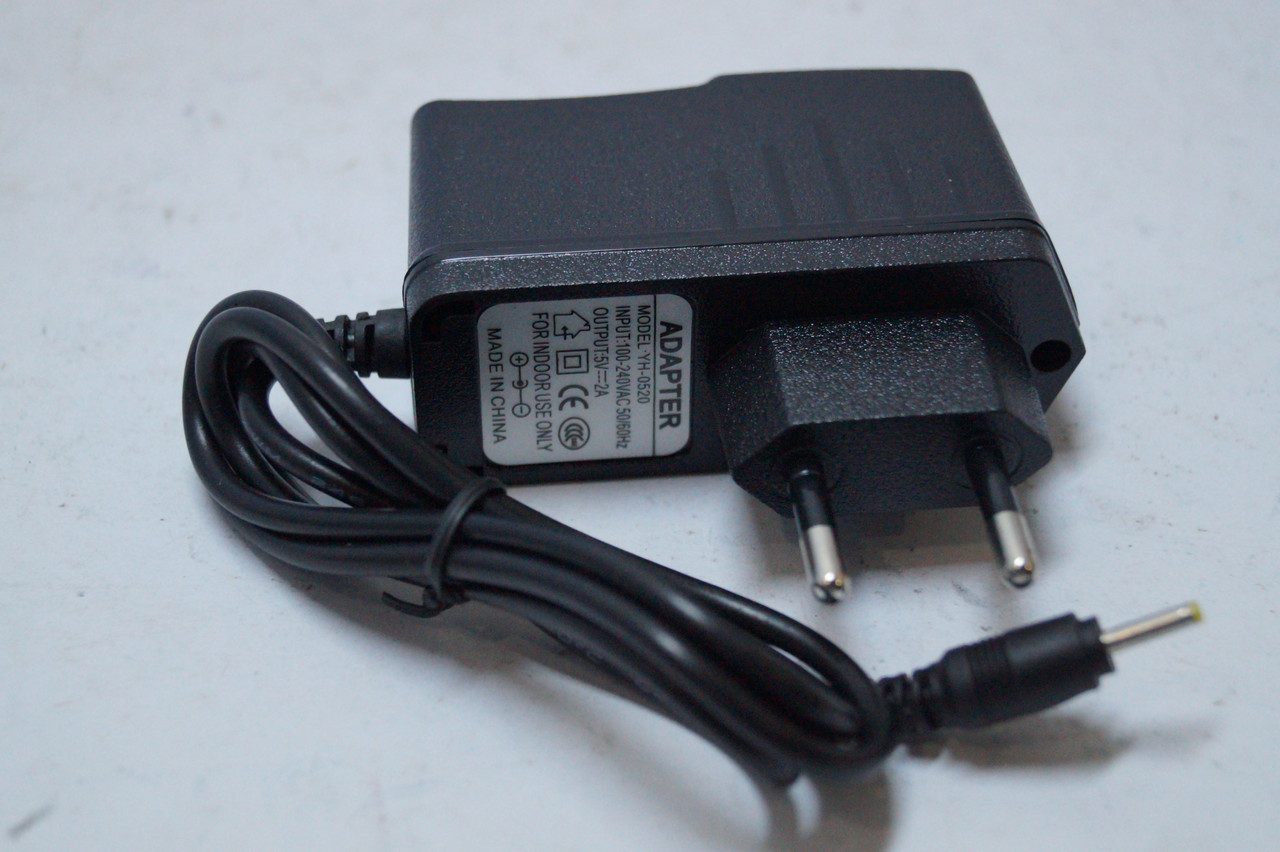 Универсальное сетевое зарядное устройство для планшетов  2,5 mm